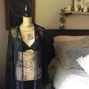 Tops - Black Lace Long Sleeved Kimono Size Small